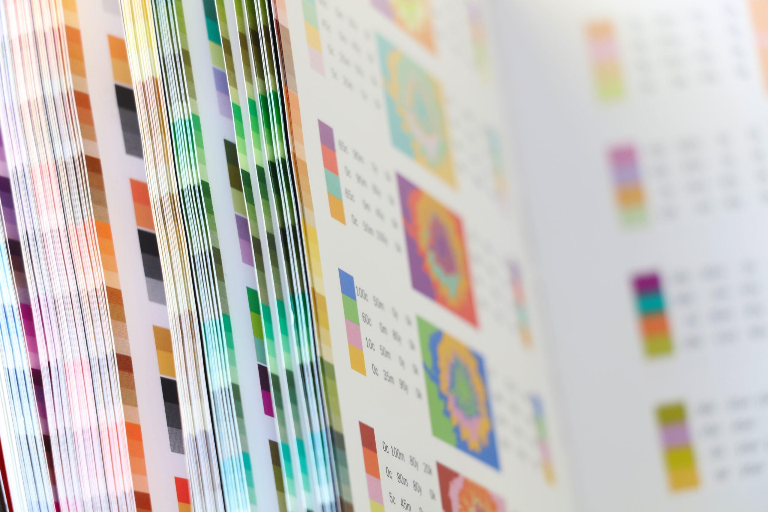 CMYK(シーエムワイケー)を説明するためのカラーチャート